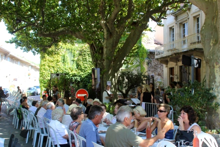 A Sunday feast draws this whole village in Provence